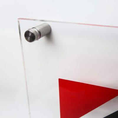 Табличка из орг-стекла 5 мм. с дистанционными держателями